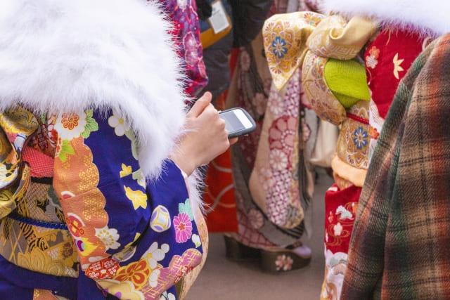 振袖と浴衣の違いとは?見分け方や着物の種類(袴など)を解説!