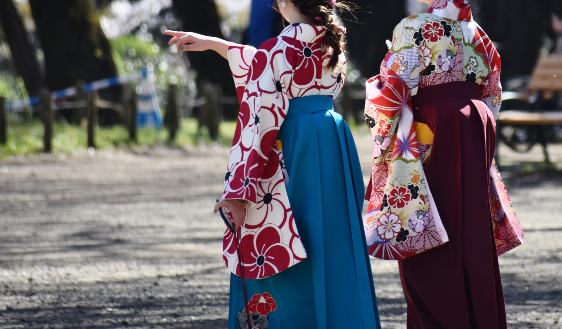 学校生活の最後は袴で卒業式 どっちも可愛いヘアスタイルになろう♡